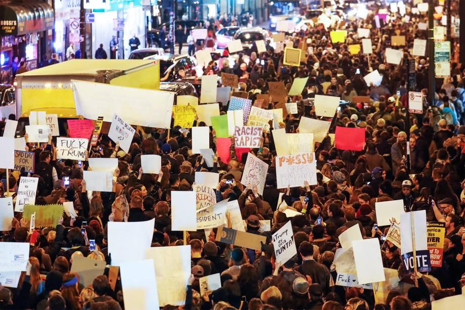Manifestantes realizam protesto em Chicago, contra a vitória do republicano Donald Trump nas eleições presidenciais americanas - 09/11/2016
