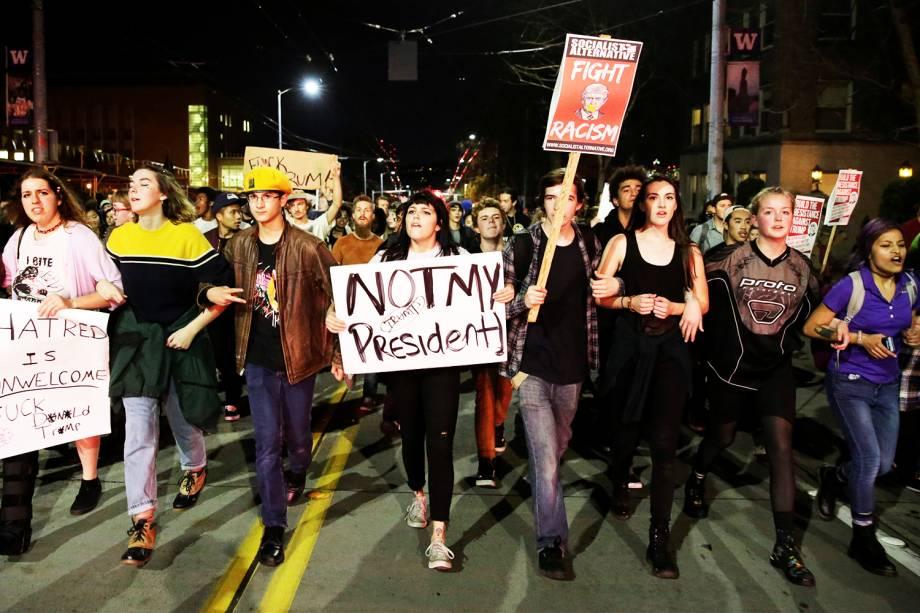 Manifestantes realizam protesto contra a vitória do republicano Donald Trump nas eleições presidenciais americanas, em Seattle - 09/11/2016