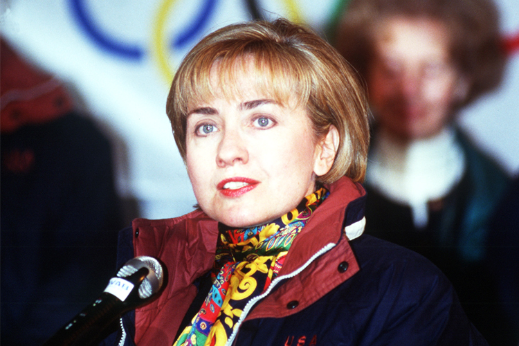 A ex-primeira dama Hillary Clinton discursa durante os Jogos Olímpicos de Inverno em Lillehammer, na Noruega - 12/02/1994