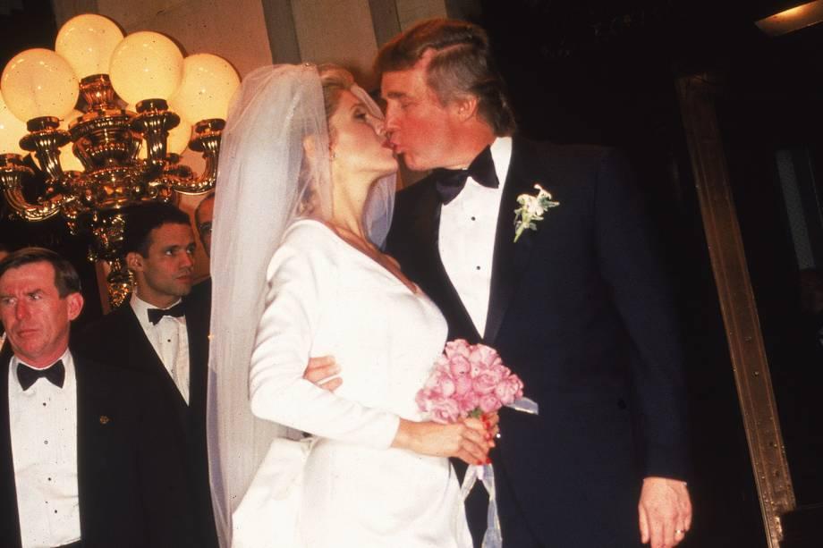 O empresário Donald Trump se casa com Marla Maples, em cerimônia realizada no Trump Plaza Hotel, em Nova York - 19/12/1993