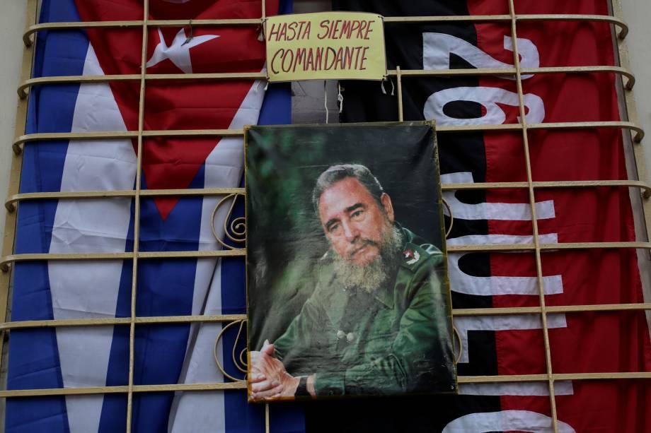 Retrato do líder revolucionário Fidel Castro é visto ma província cubana de Artemisa, com os dizeres 'Eterno comandante'- 27/11/2016