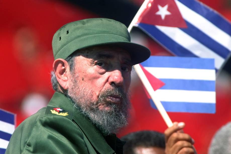 O então ditador cubano Fidel Castro durante a comemoração do Dia de Maio na Praça da Revolução em Havana em 2004