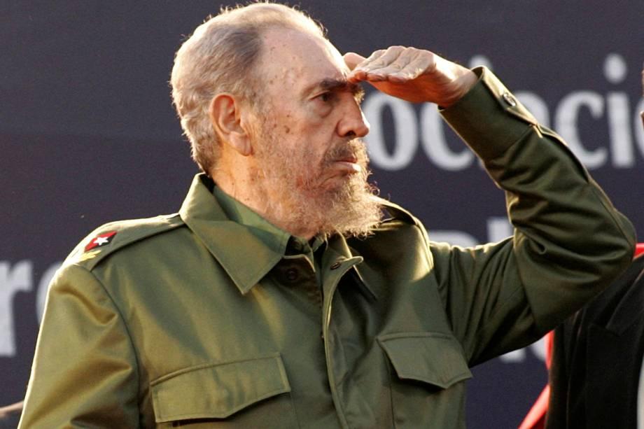 O ex-ditador cubano Fidel Castro, olha para a multidão durante manifestação em Córdoba, na Argentina, em julho de 2006