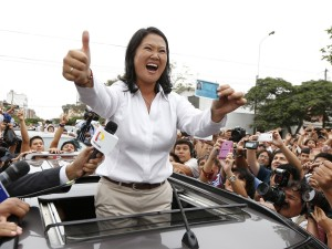 Viver para acreditar: a herdeira do espantoso clã FujimoriAlmost 23 million Peruvians in Peru and abroad are expected to decide whether Keiko Fujimori, daughter of an ex-president jailed for massacres, should become their first female head of state in an election marred by alleged vote-buying and guerrilla attacks that killed four. / AFP PHOTO / LUKA GONZALES
