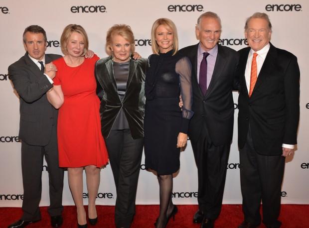 (E-D) Grant Shaud, Diane English, Candice Bergen, Faith Ford, Joe Regalbuto e Charles Kimbrough em 11 de dezembro de 2013 (Foto: Theo Wargo/Getty)