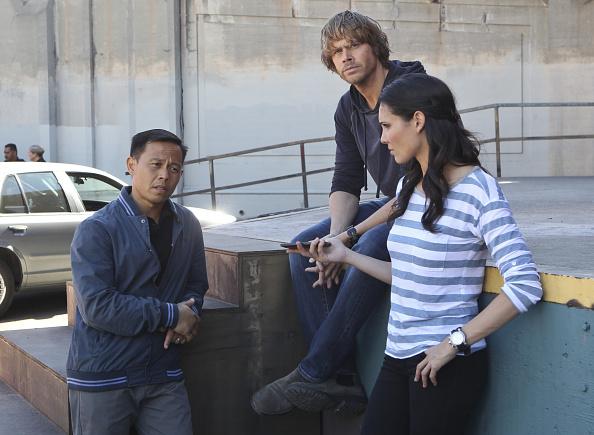 Ernie em cena de 'NCIS: LA', ao lado de Eric Christian Olsen e Daniela Ruah. (Foto: Sonja Flemming/CBS)