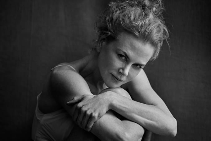 Nicole Kidman posa para o Calendário 2017 da Pirelli
