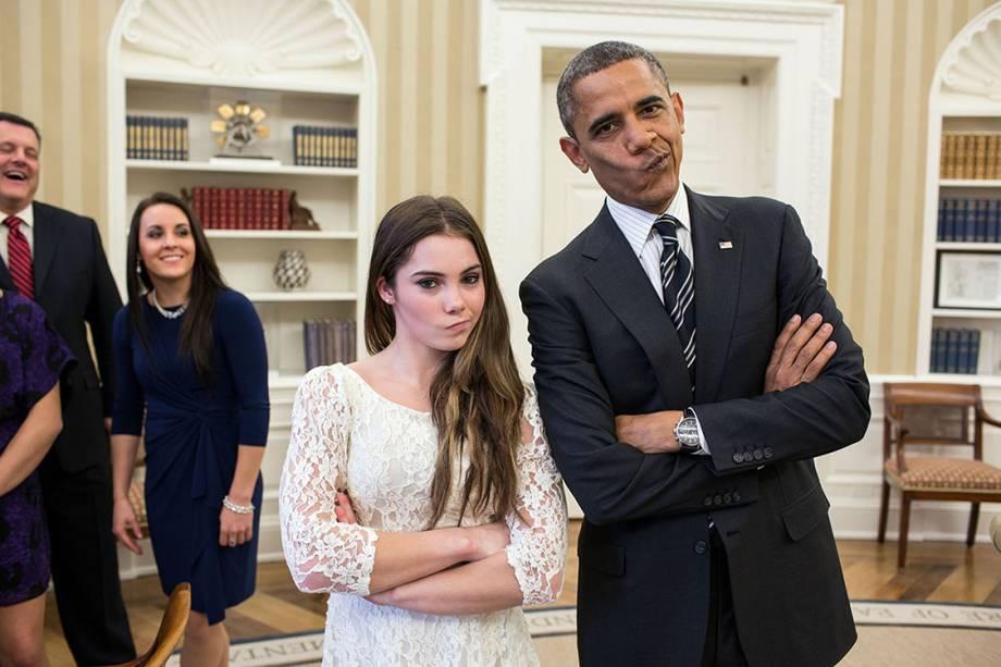 Barack Obama pediu para que a ginasta McKayla Maroney recriasse uma famosa foto com a mesma expressão antes de ir embora - 12/11/2015