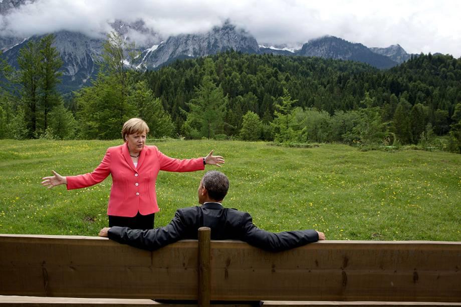 Chanceler Angela Merkel conversa com Barack Obama durante encontro do G7, em Krün, na Alemanha - 08/06/2015