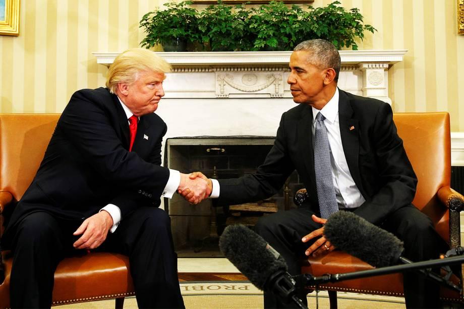 O presidente dos Estados Unidos, Barack Obama, recebe o republicano Donald Trump no Salão Oval da Casa Branca, em Washington - 10/11/2016