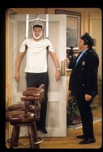 Molinaro com Tony Randall em 'The Odd Couple' (Foto: ABC/Arquivo)