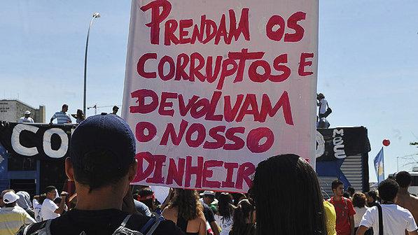 Em Brasília, manifestantes pedem cadeia para os corruptos e devolução do dinheiro roubado (Foto: Antonio Cruz)