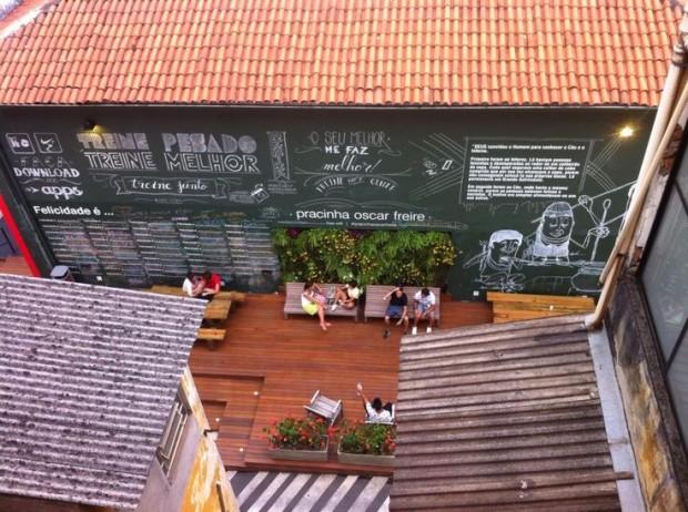 A pracinha Oscar Freire vista de cima: shows e bate-papo onde havia uma rampa de estacionamento