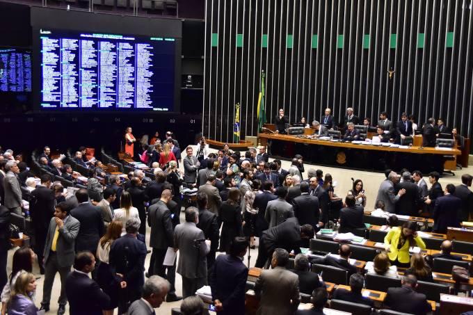 Plenário da Câmara dos Deputados durante sessão extraordinária, em Brasília