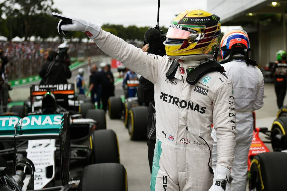 O piloto britânico Lewis Hamilton conquista pole-position no GP do Brasil de Fórmula 1, realizado no Autódromo de Interlagos, zona sul de São Paulo (SP) - 12/11/2016