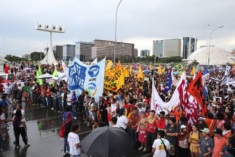 Estudantes protestam na Esplanada dos Ministérios, em Brasília