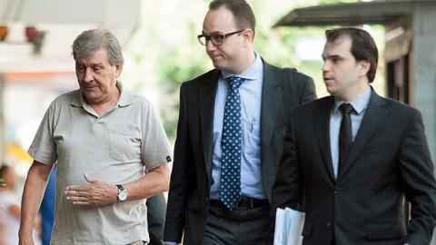 """Money delivery: Acompanhado de seus advogados, Rafael Ângulo Lopez negocia um acordo de delação premiada com a Justiça. Durante anos, ele distribuiu dinheiro desviado da Petrobras a """"clientes"""" famos do esquema de corrupção (Jefferson Coppola/VEJA)"""