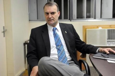 O reitor Paulo Burmann: ele tenta fazer de conta que o pedido é normal