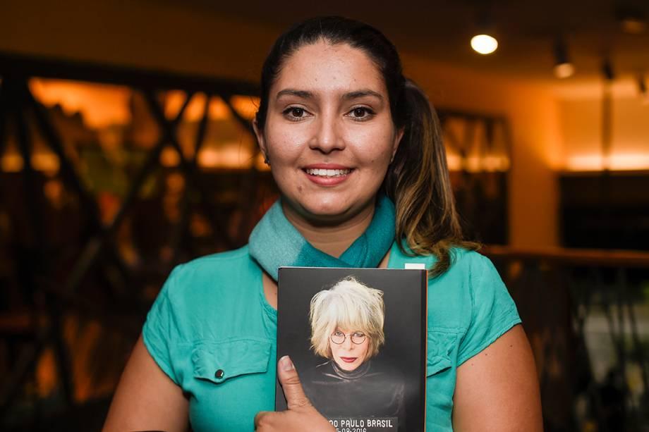 Camila Vargas dormiu na porta do Conjunto Nacional, em São Paulo, para garantir um autógrafo da ex-Mutante