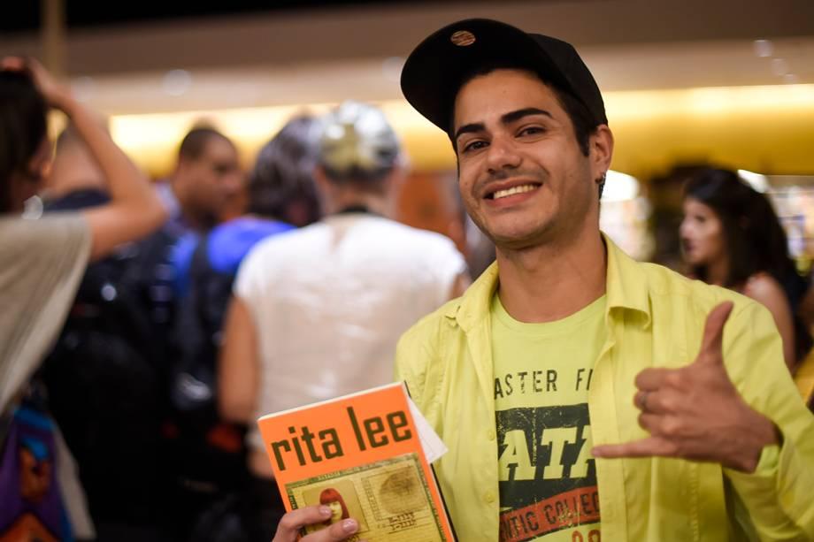 André Locomen foi o primeiro a conseguir uma assinatura da cantora, fruto de 21 horas de espera na fila