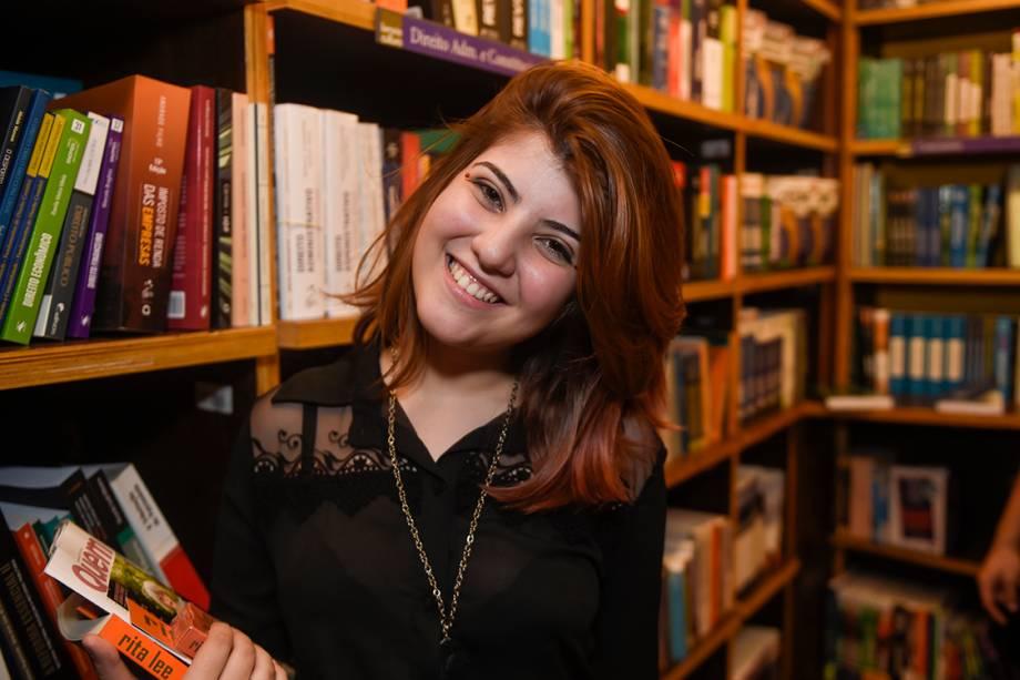 A jovem Mariane Biancony pediu Rita Lee em casamento e um selinho da cantora, mas não teve sucesso