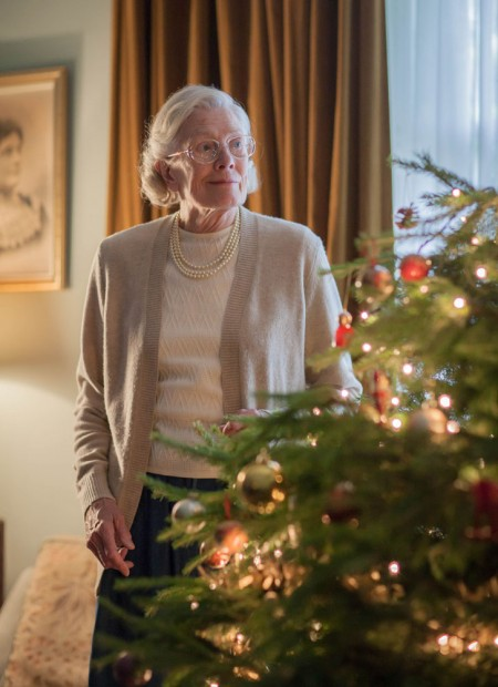 Vanessa Redgrave, que narra a série, faz sua primeira participação como Jennifer Warth (Foto: Lawrence Cendrowicz/BBC)