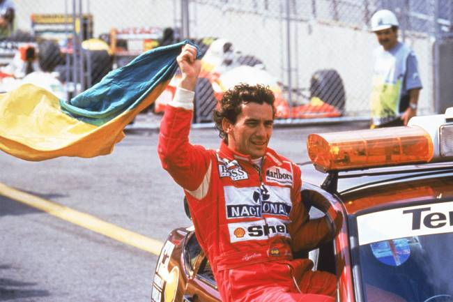 Ayrton Senna comemorando a vitória no Grande Prêmio do Brasil de Fórmula 1 - 28/03/1993