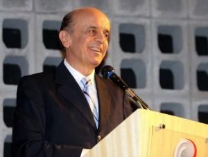 José Serra foi atacado por um petista