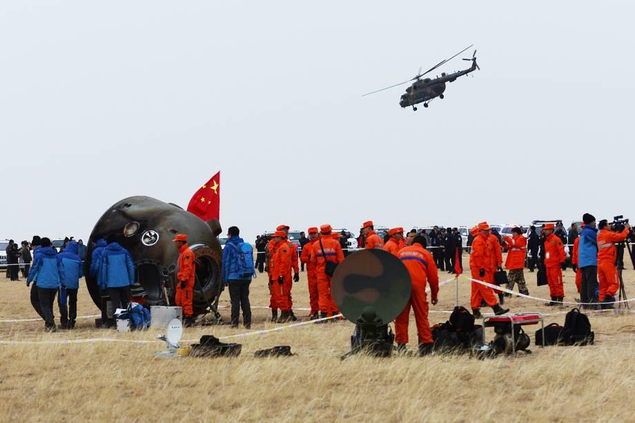 A missão espacial Shenzhou 11, da China, com dois astronautas a bordo, aterrissou com sucesso na região da Mongólia Interior, no norte do país, após passar o último mês em órbita - 18/11/2016