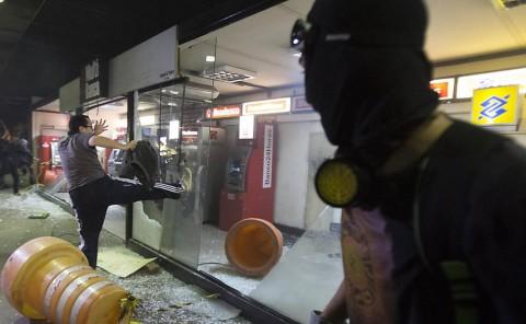 Bandido ataca terminais de banco no terminal D. Pedro (Marlene Bergamo - Folhapress)