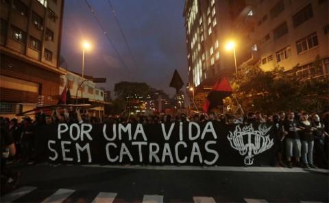 Acima, a truculência do Passe Livre disfarçada de apelo (baixo) poético (Fábio Braga/Folhapress)