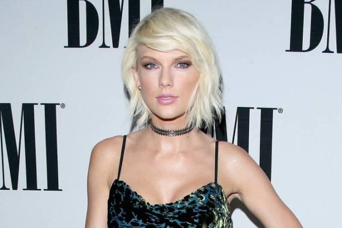 A cantora Taylor Swift durante o BMI Awards