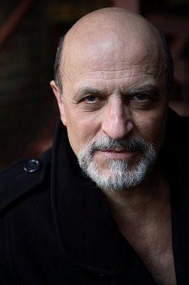 Thom em foto mais recente. (Foto via IMDB)