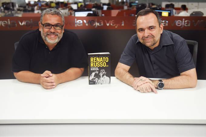 TVEJA, com Sergio Martins e Carlos Marcelo, autor do livro 'Renato Russo – O Filho da Revolução'