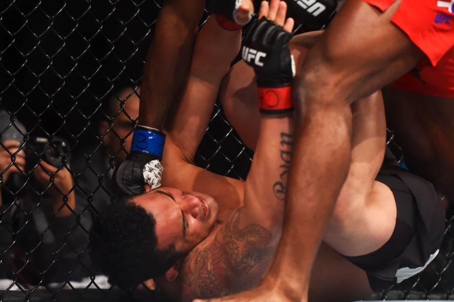 Francimar Bodao perde para Darren Stewart, na primeira luta do card preliminar do UFC Fight Night, realizado no Ginásio do Ibirapuera, em São Paulo - 19/11/2016