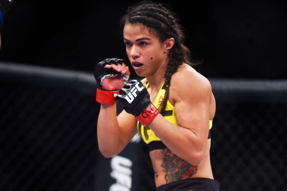 Cláudia Gadelha (foto) enfrenta Cortney Casey na quarta luta do card principal do UFC Fight Night, realizado no Ginásio do Ibirapuera, em São Paulo (SP) - 19/11/2016
