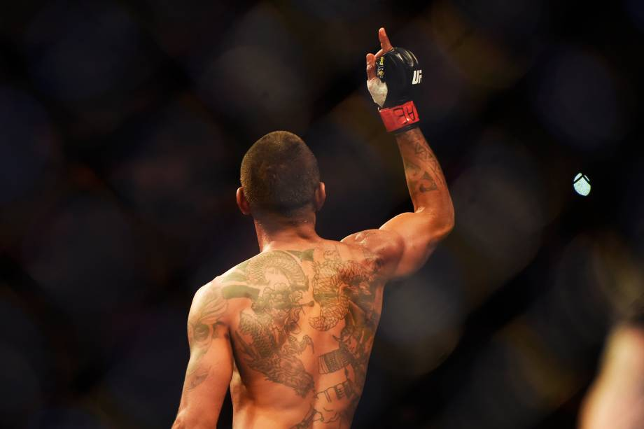 Johnny Eduardo vence Manny Gamburyan, na quarta luta do card preliminar do UFC Fight Night, no Ginásio do Ibirapuera, em São Paulo (SP) - 19/11/2016