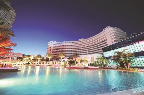 Outro hotel que já apareceu em diversas salas de cinema é o Fontainebleau, em Miami Beach. O resort foi usado como set de filmagem para sucessos como '007 contra Goldfinger', de Guy Hamilton, 'O Guarda-Costas', de Michael Jackson, e 'Scarface', de Brian de Palma.