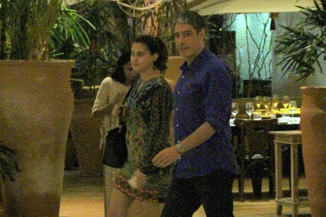 Jornalista passeia pelo shopping VillageMall, na Barra da Tijuca, no Rio de Janeiro, ao lado da filha. Beatriz