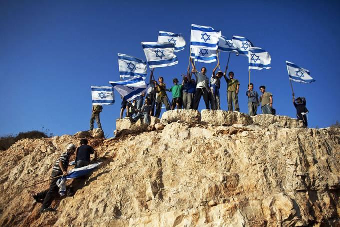 Colonos israelenses no assentamento de Itamar, leste de Nablus, na Cisjordânia