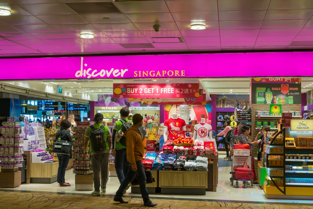 Singapore, Singapore - January 25, 2015: Glorious duty free shopping area in Changi International Airport on January 25, 2015 in Singapore. Changi Airport serves more than 100 airlines operating 6,400 weekly flights connecting Singapore to over 300 cities worldwide.