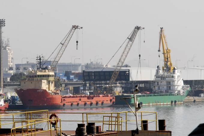 Navios no porto do Rio de Janeiro (Agência Brasil)