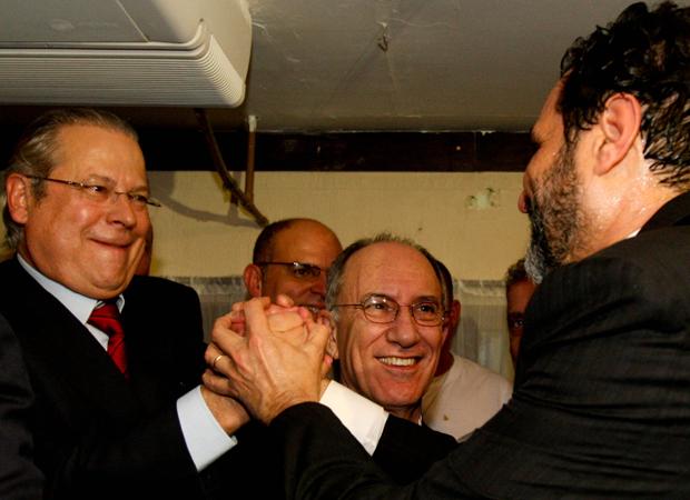 O governador Agnelo Queiroz durante comemora‹o de seu anivers‡rio