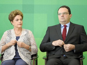 Dilma espera Nelson Barbosa para fechar pacote