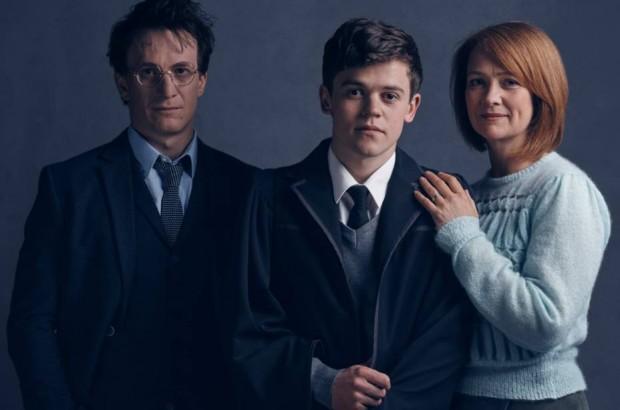 Jamie Parker (Harry), Sam Clemmett (Alvo) e Poppy Miller (Gina) da peça 'Harry Potter and the Cursed Child'