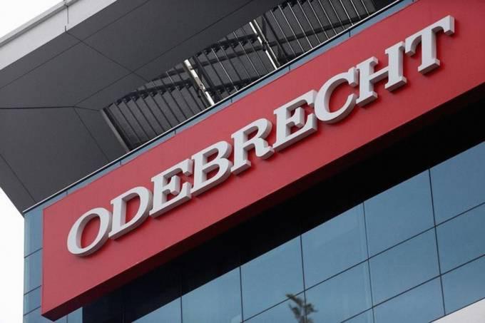 Placa da construtora Odebrecht em Lima, Peru