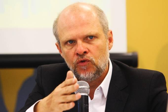 O secretário Sérgio Avelleda