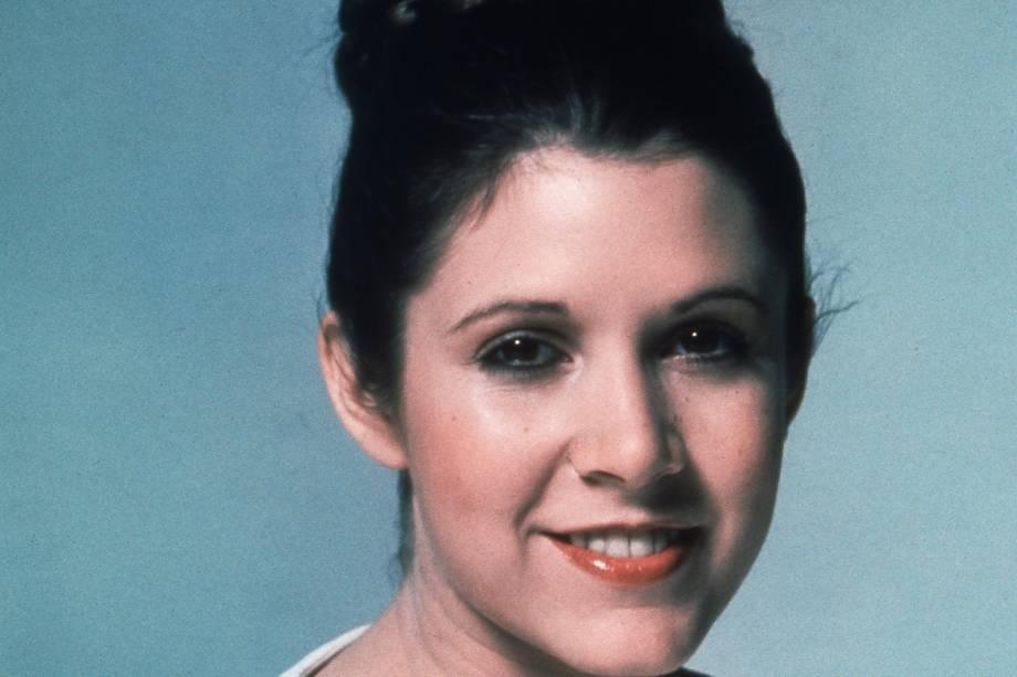 """Carrie Fisher no filme """"Star Wars: Episódio IV - Uma Nova Esperança"""", de George Lucas."""