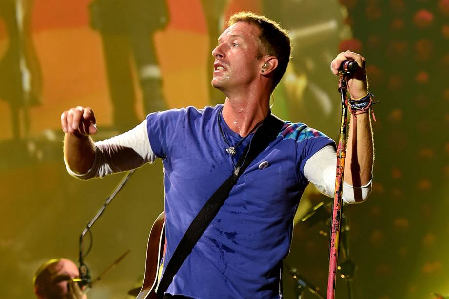 Chris Martin durante show em Pasadena, na Califórnia