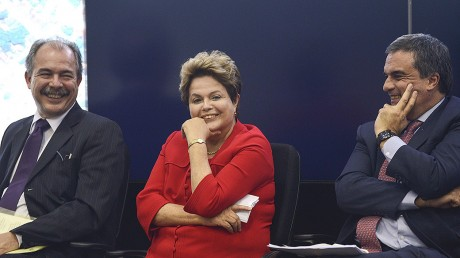 Dilma, na entrevista coletiva com ministros convocada nesta segunda-feira (Foto: Fabio Rodrigues Pozzebom/Agência Brasil)